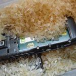 Cara Selamatkan Telefon Bimbit Basah Terkena Air